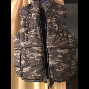 Gap reversible Camo/blue puffer vest